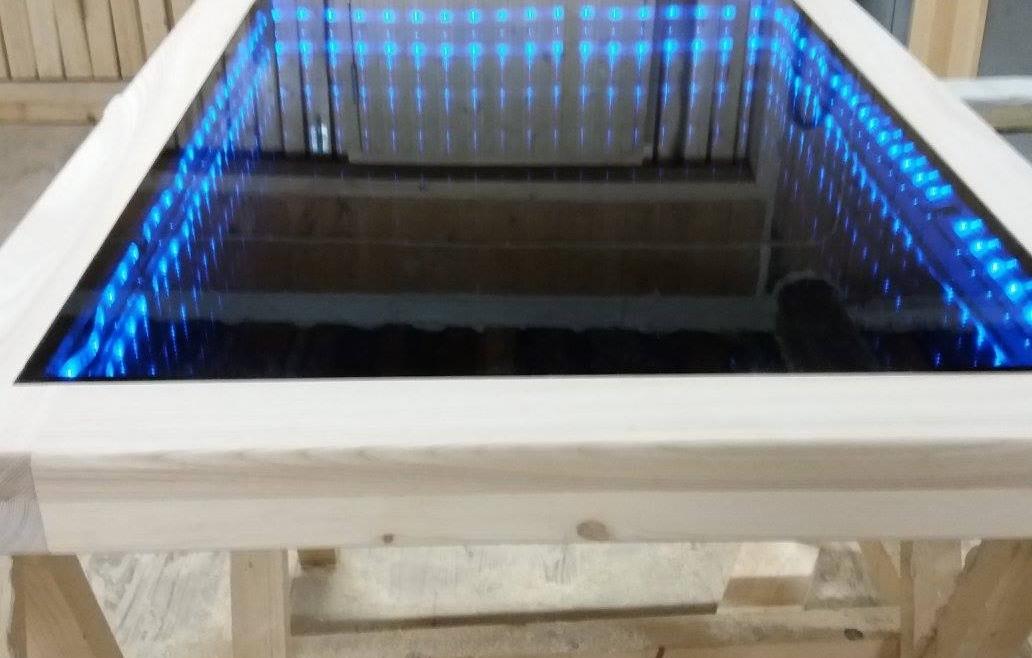 Diivanilaua plaat LED illusiooniga